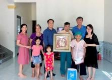 Thăm hỏi và tặng quà Bà mẹ Việt Nam anh hùng
