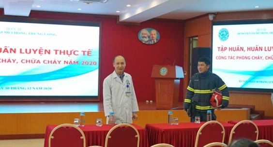 Huấn luyện định kỳ Công tác phòng cháy và chữa cháy đối với CBCNV Bệnh viện năm 2020