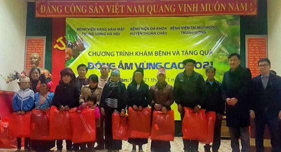 Chương trình khám chữa bệnh và tặng quà: Đông ấm vùng cao 2021